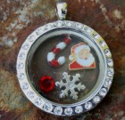 Medium Round Laambie Locket Package