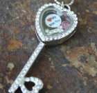 Key Laambie Locket Package